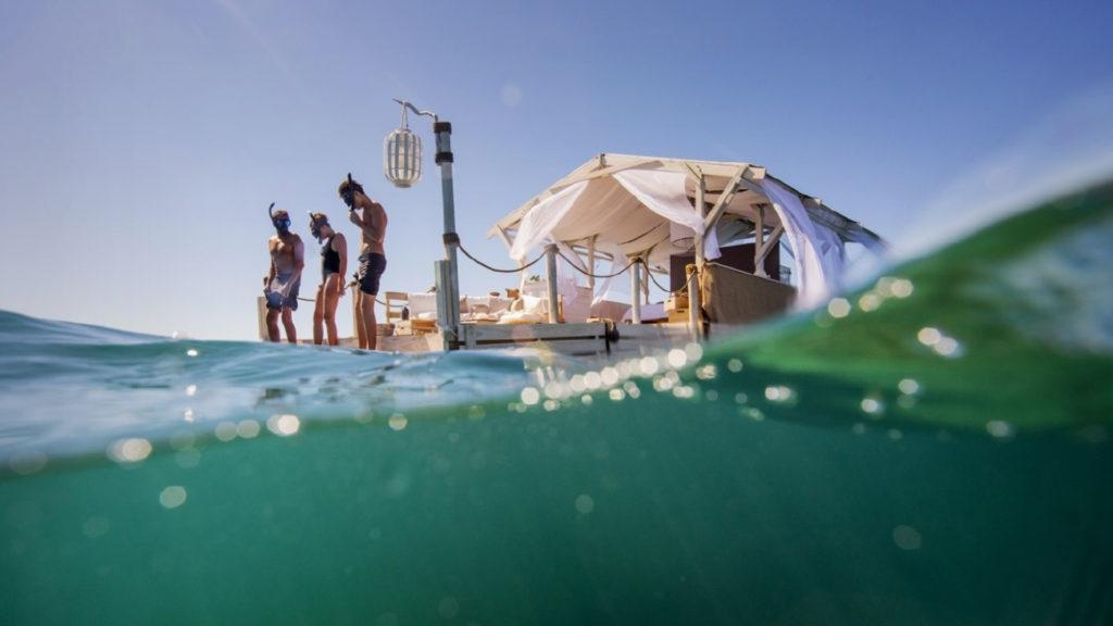Airbnb nos lleva a dormir en la Gran Barrera de Coral. ¿Cómo participar?