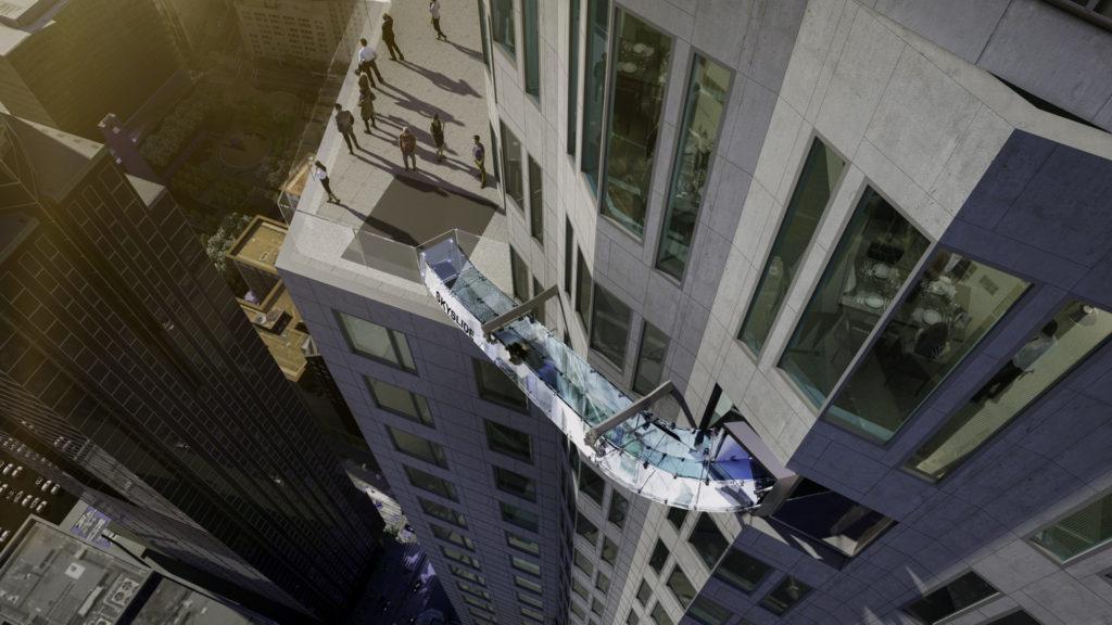 El tobogán de vidrio más aterrador inauguró en Los Ángeles