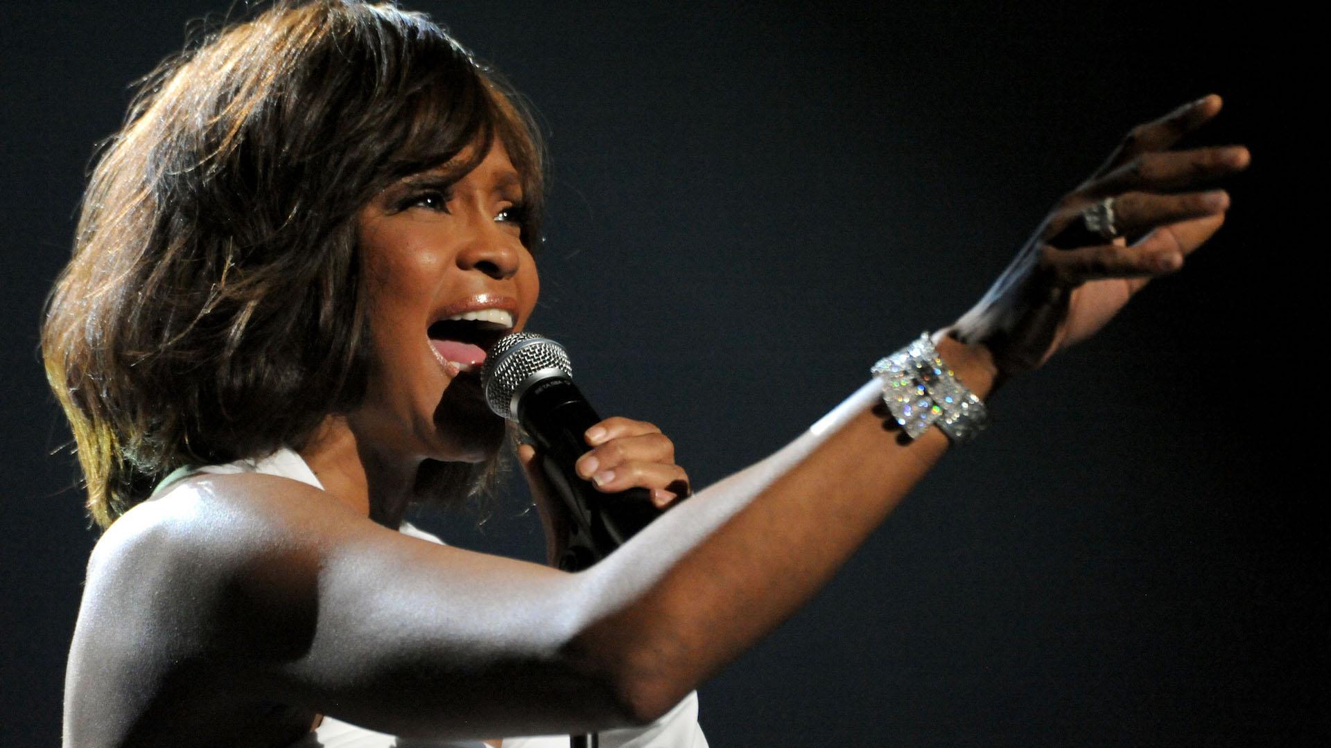 El vestido de casamiento, pasaporte y otros objetos personales de Whitney Houston salen a subasta