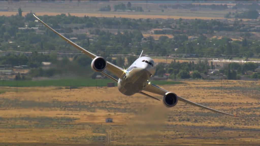 [Video] Las impactantes maniobras del Boeing 787-9 Dreamliner