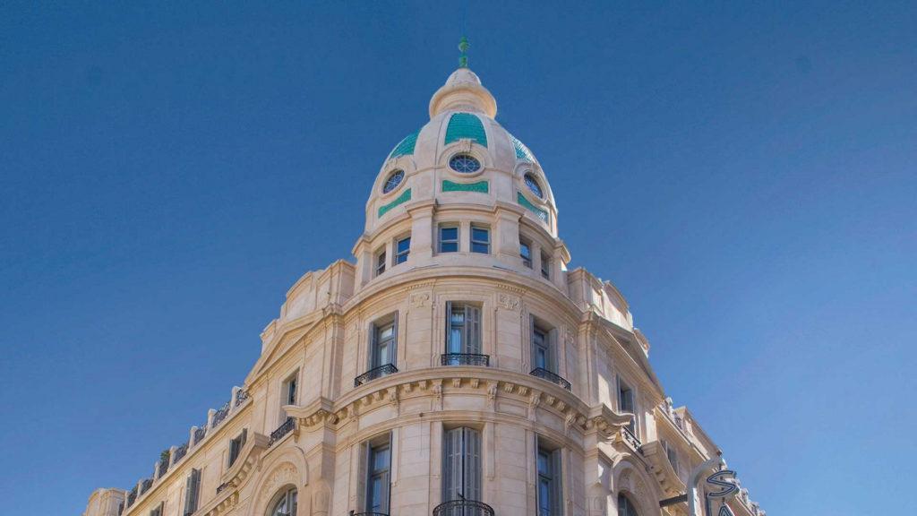 ¿Cuánto cuesta alojarse a los hoteles de cuatro y cinco estrellas de Rosario?
