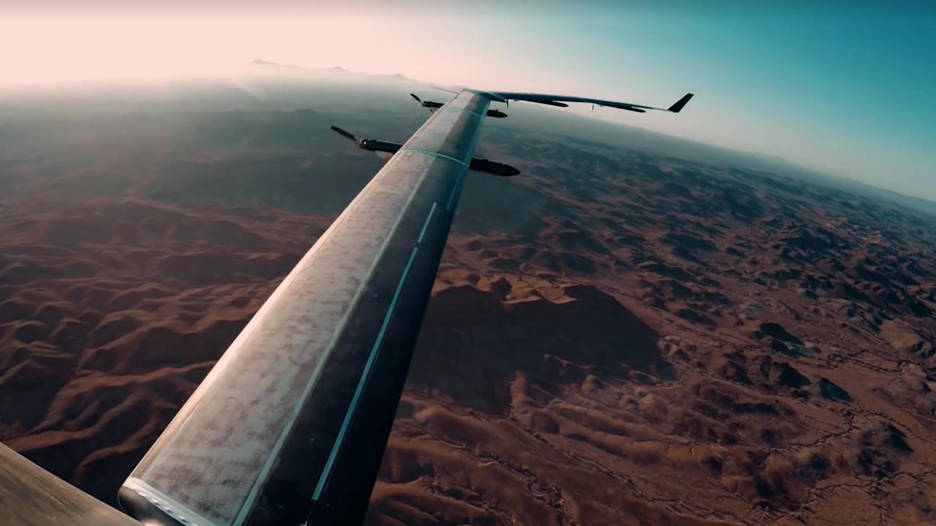 Facebook realizó con éxito el primer vuelo de su avión solar para proveer internet