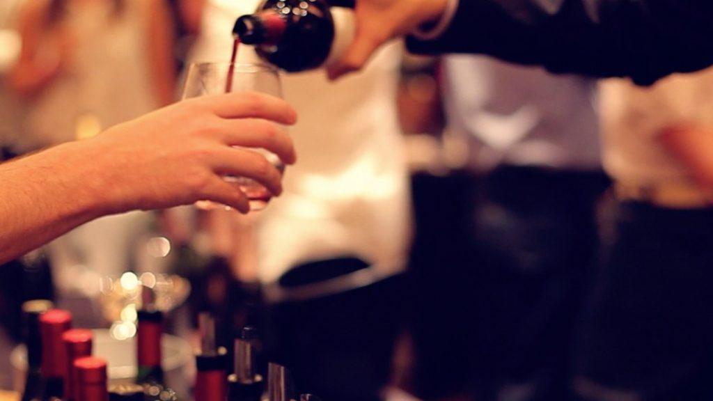 El alcohol nos ayudaría a hablar mejor otro idioma