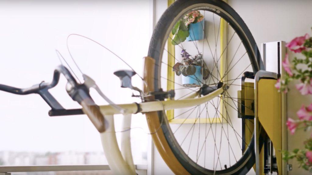 [Video] El original sistema para guardar la bicicleta en la casa: Parkis. ¿Cuánto cuesta?