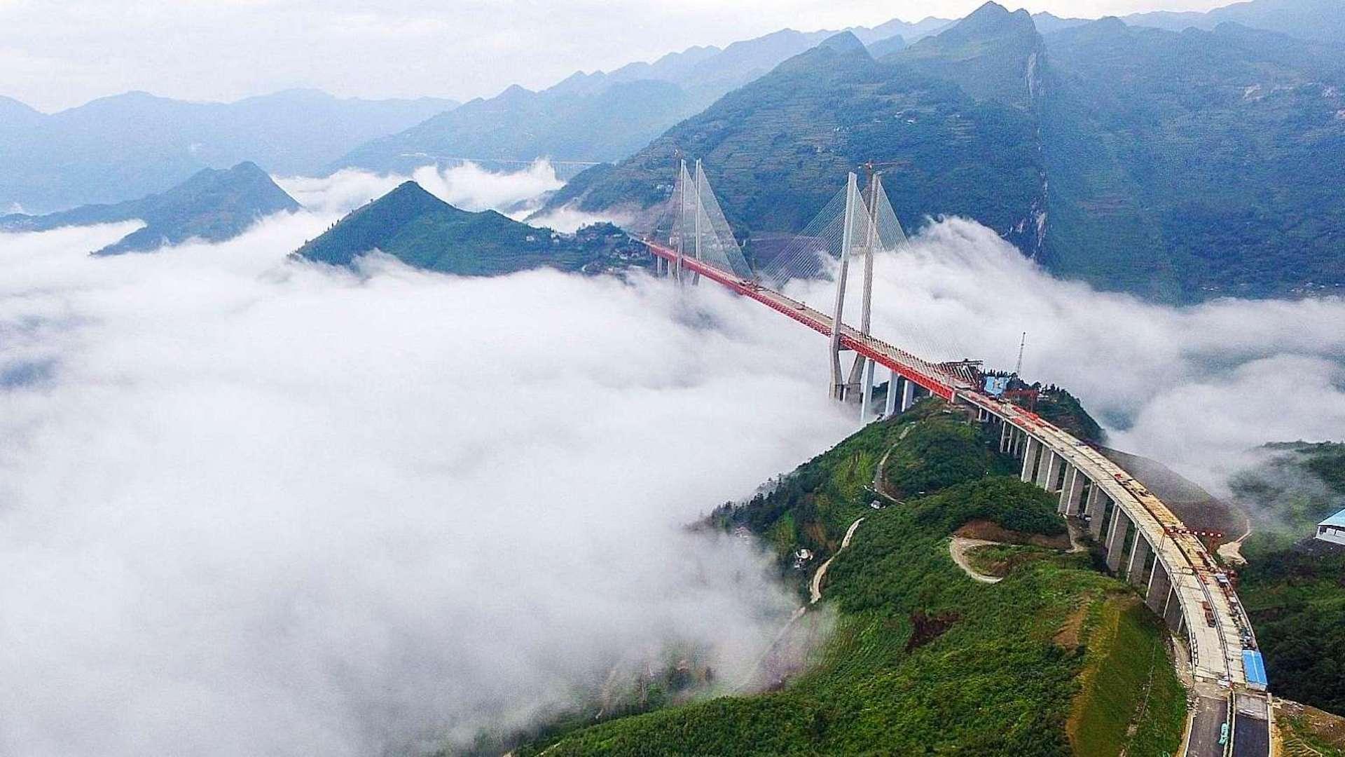 [Video] China inauguró el puente más alto del mundo