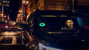 Uber ilumina el automóvil del color que elijamos, para encontrarlo más fácil