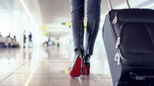 Las mujeres solas viajan más que los hombres. ¿A dónde lo hacen?