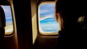 ¿Por qué se apagan las luces de los aviones en el despegue y aterrizaje?