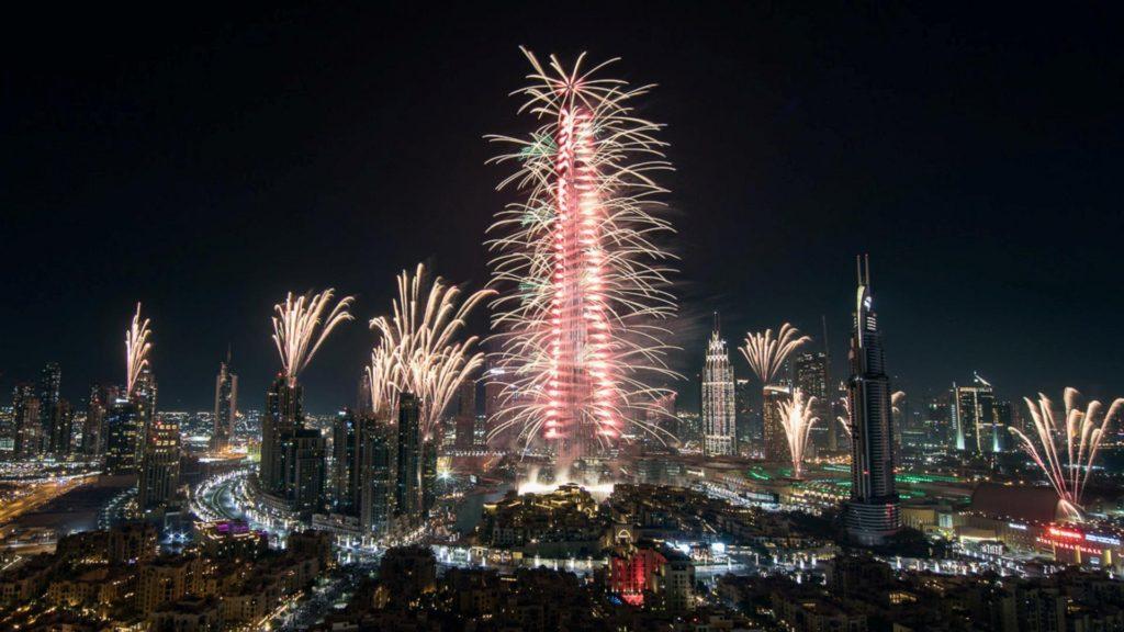 Dubái recibió 2017 con un espectacular show de fuegos artificiales