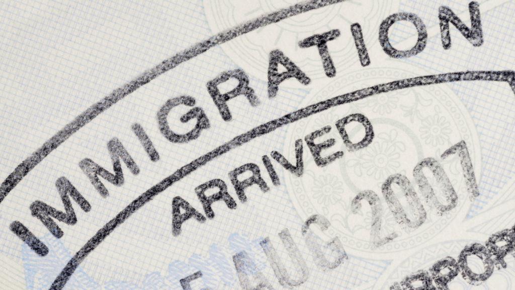 Viajar por turismo a Estados Unidos podría llegar a ser una complicación: la nueva medida de Donald Trump suspende el programa Visa Interview Waiver
