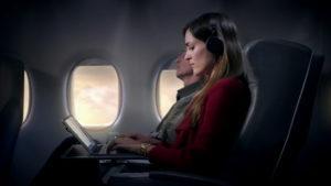 ¿Deberíamos usar protector solar cuando viajamos en avión?