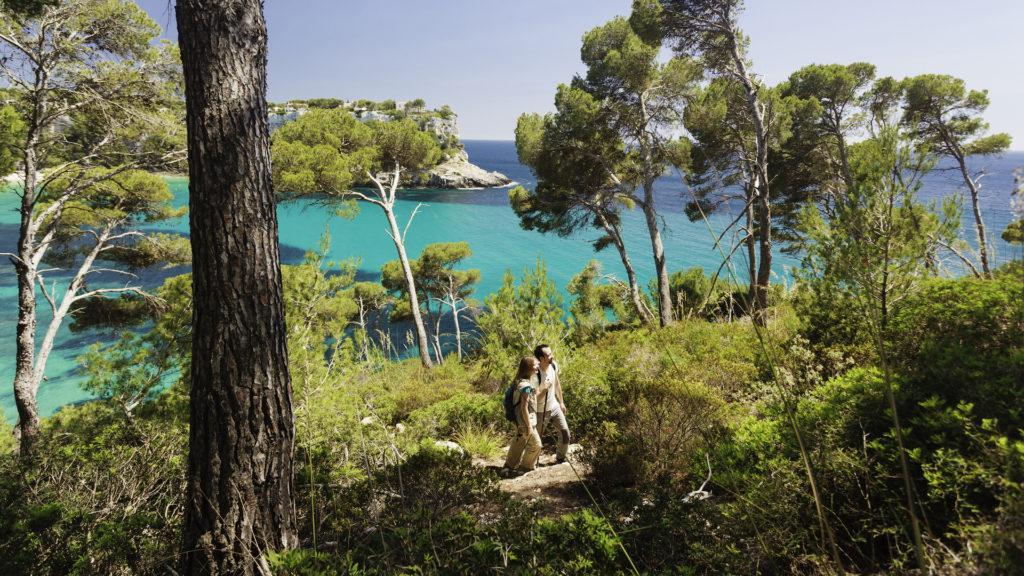 ¿Cuáles son los mejores países para viajar sólo? ¿Y los peores?