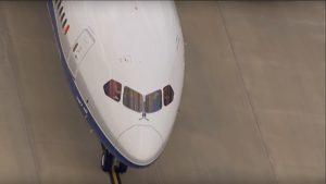 El avión más grande y moderno de Boeing despegó por primera vez