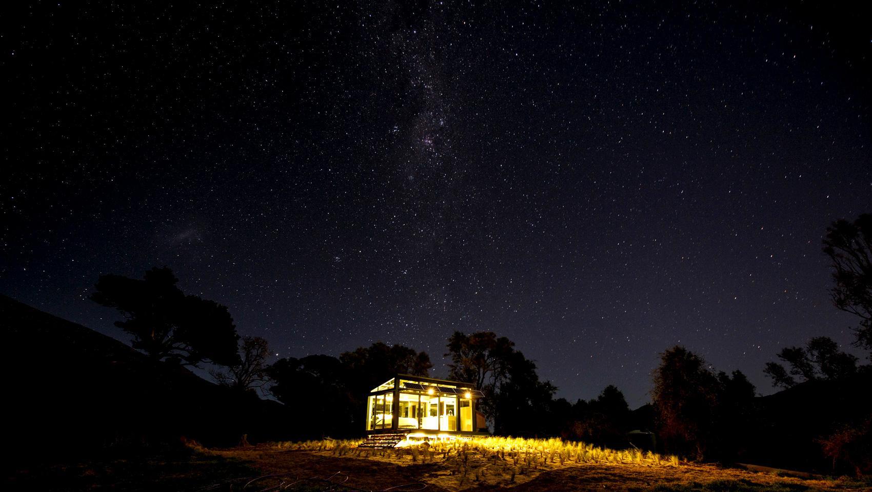 Dormir en plena naturaleza en Nueva Zelanda en una cabina de cristal