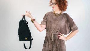 Un pequeño bolso con 7 prendas es todo el equipaje que una mujer necesita