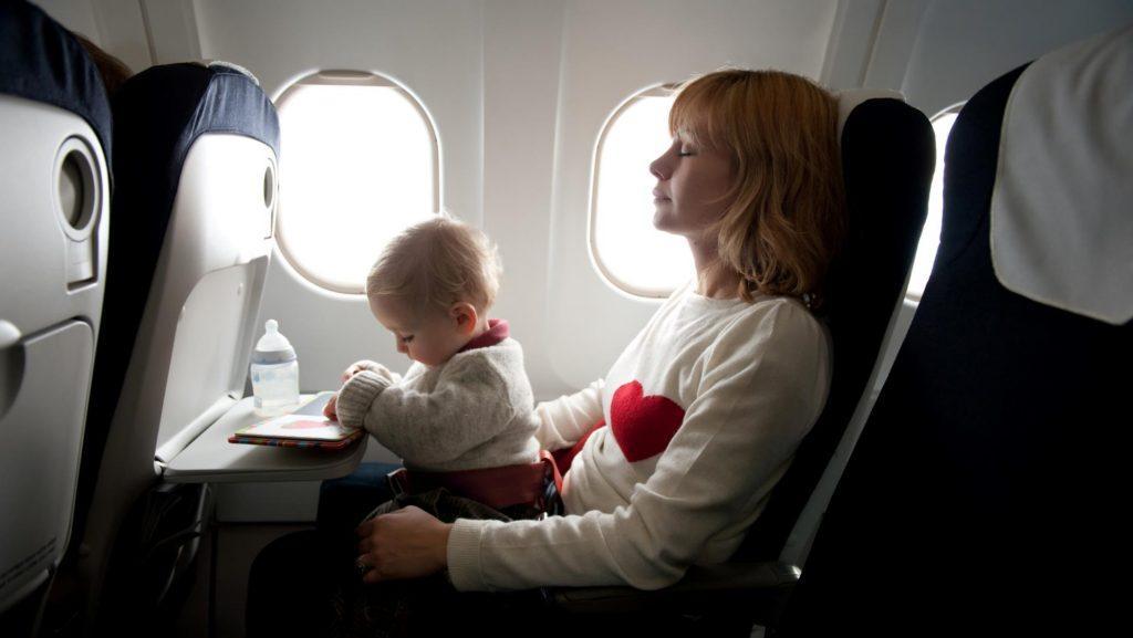 ¿No más bebés llorando en el avión?