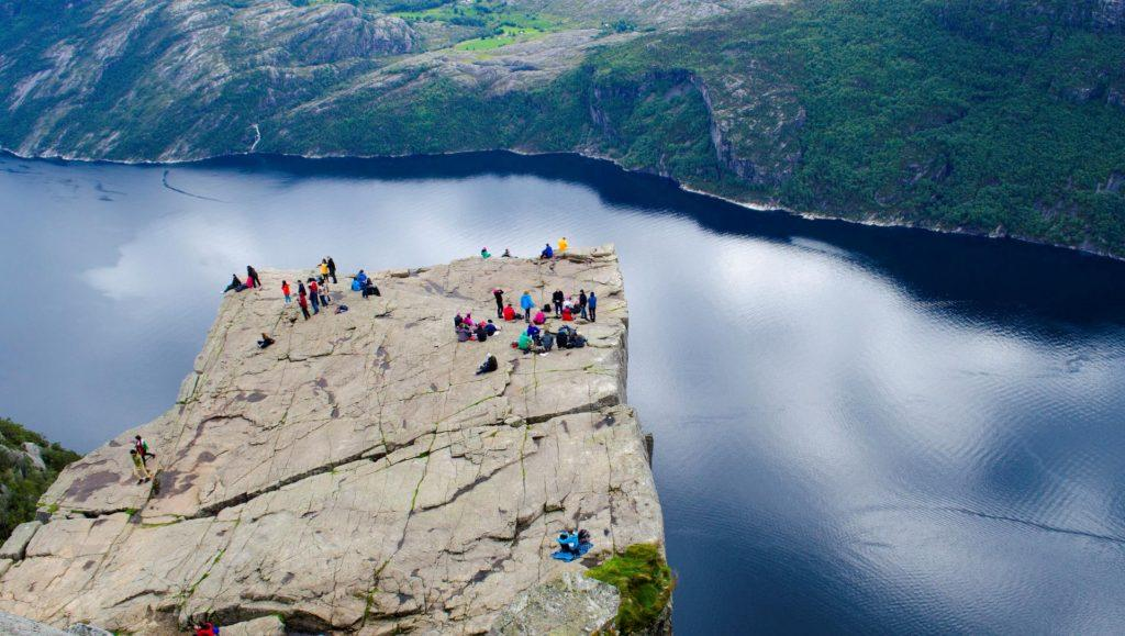 Un pueblo de Noruega recibe muchos turistas por un error de Google Maps