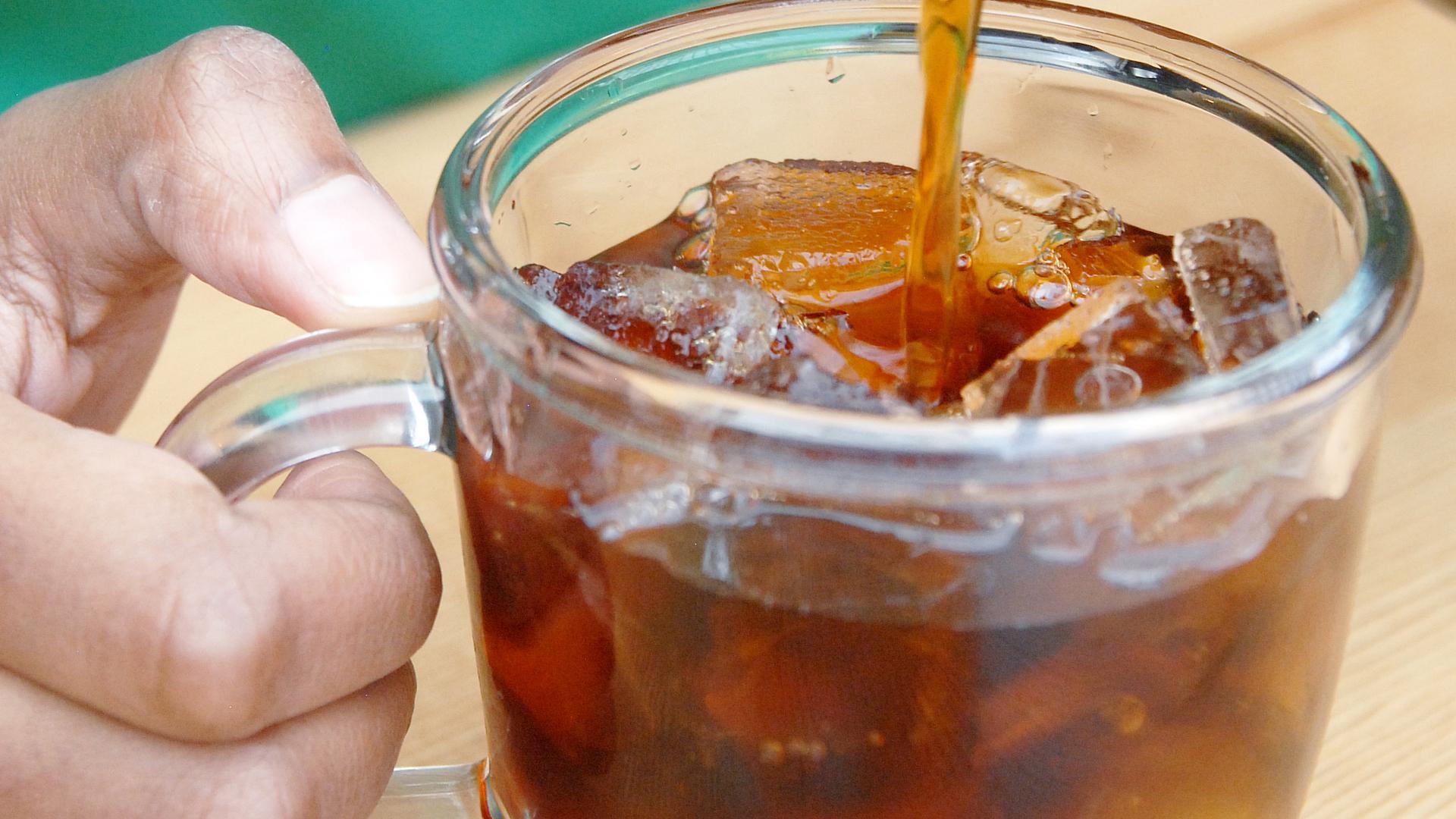 Starbucks comenzó a probar cubitos de hielo de café para agregar a sus bebidas frías