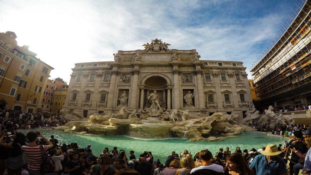 Roma pone multas de € 240 a quienes coman, se suban o se bañen en las fuentes históricas