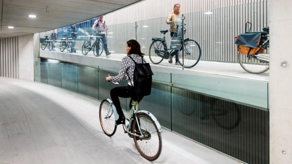 Holanda inaugura el estacionamiento para bicicletas más grande del mundo