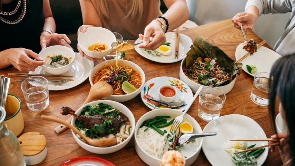 Airbnb ahora permite reservar en restaurantes