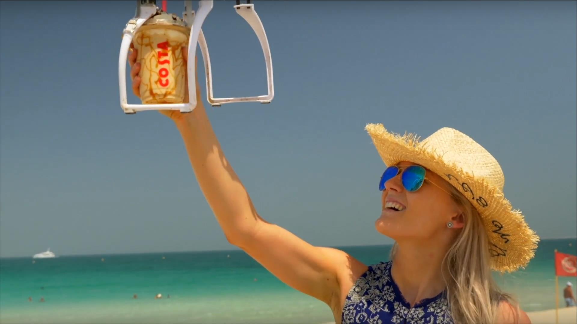 [Video] Coffee-Copter envía café a la playa en Dubái a través de drones