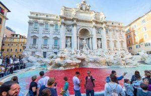 [Video] La Fontana di Trevi se tiñó de rojo