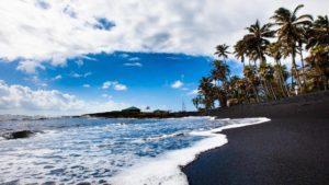 Los lugares del mundo donde encontrar playas de arena negra