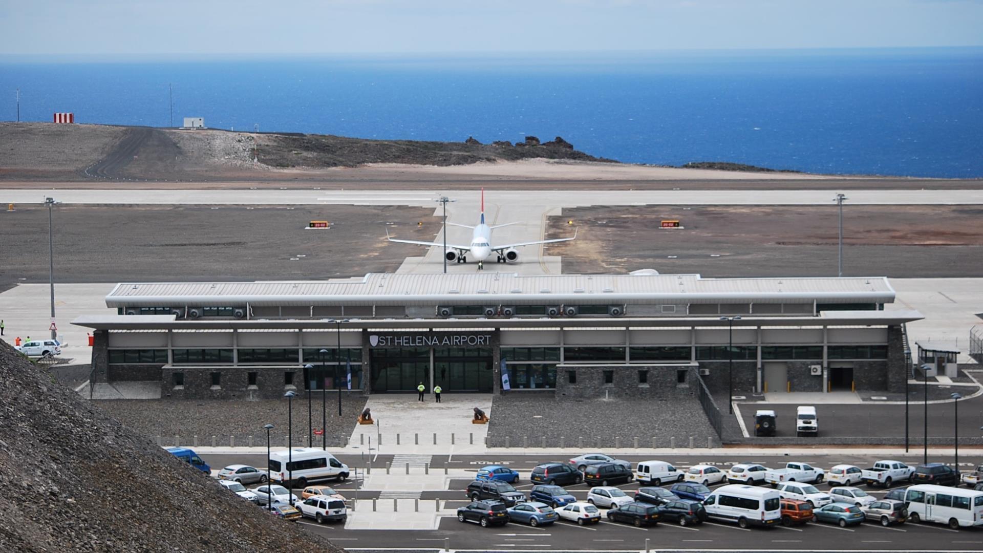 El aeropuerto más inútil del mundo finalmente tiene su primer vuelo regular