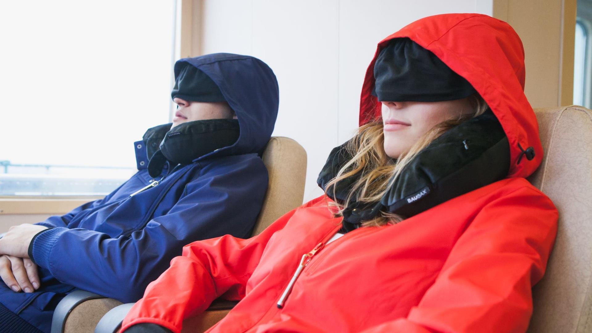 El abrigo ideal para viajeros, con almohada incorporada