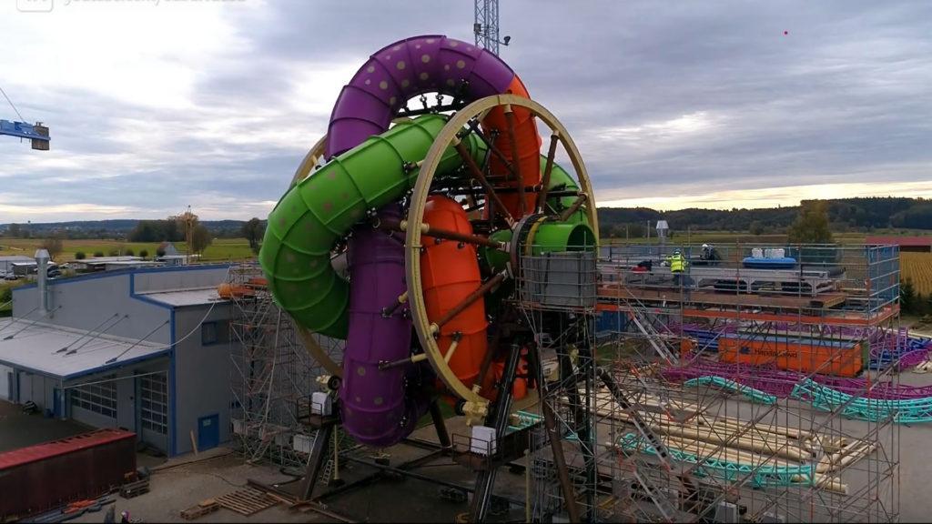 [Video] El sorprendente tobogán de agua que gira como una rueda