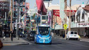 [Video] A dos horas de su lanzamiento, chocó el minibús sin conductor de Las Vegas