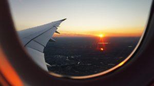 ¿Por qué debemos subir las ventanas del avión cuando aterriza?