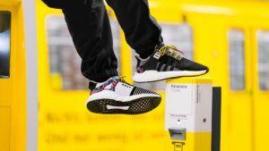 Adidas lanzó un calzado que permite viajar gratis en transporte público