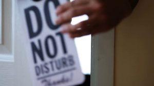 Los hoteles de Disney dejan de usar el cartel de No Molestar