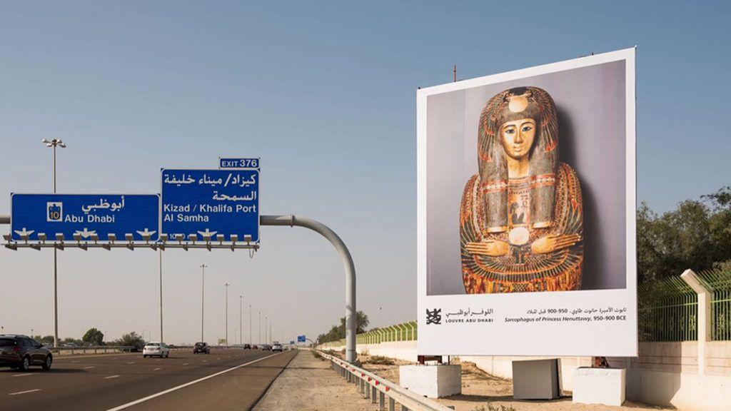 Louvre Abu Dhabi lanza la primera galería de arte en la autopista
