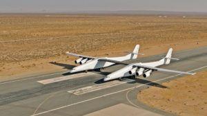 El avión más grande del mundo salió a la pista. Video