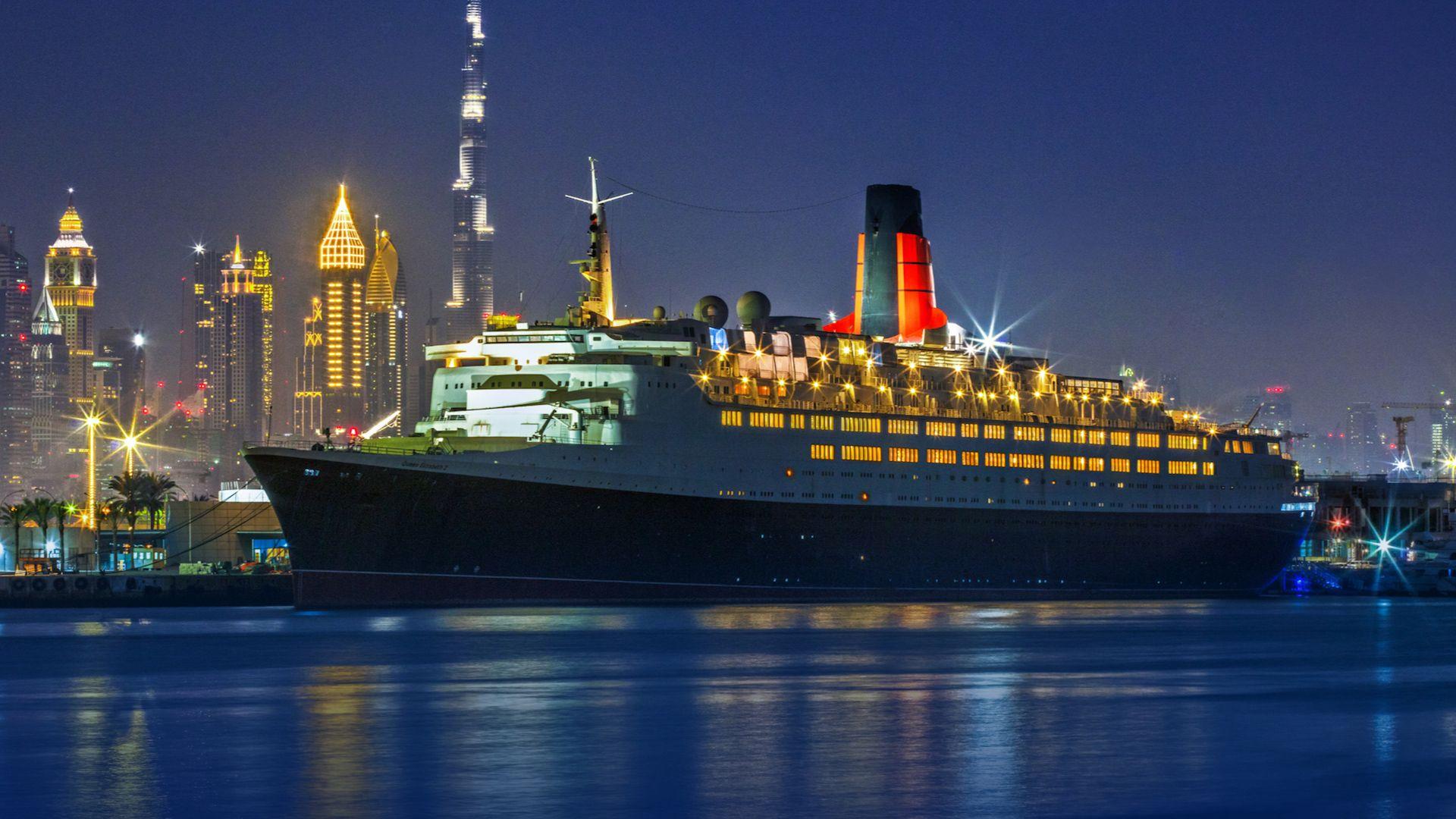 Abrió en Dubái el hotel flotante Queen Elizabeth 2