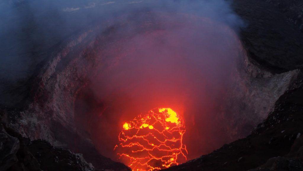 Las impactantes imágenes del volcán en Hawái: video