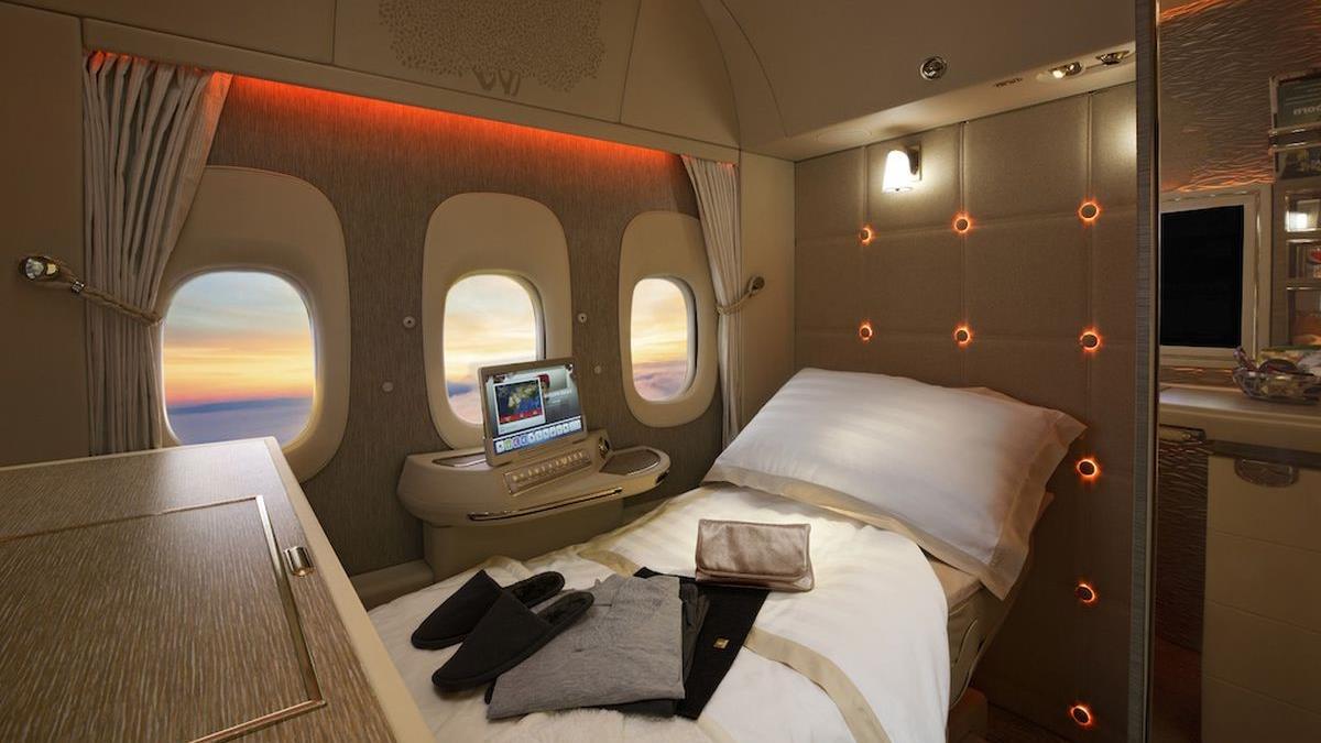 Emirates quiere eliminar las ventanas en los aviones (y comenzó a hacerlo)