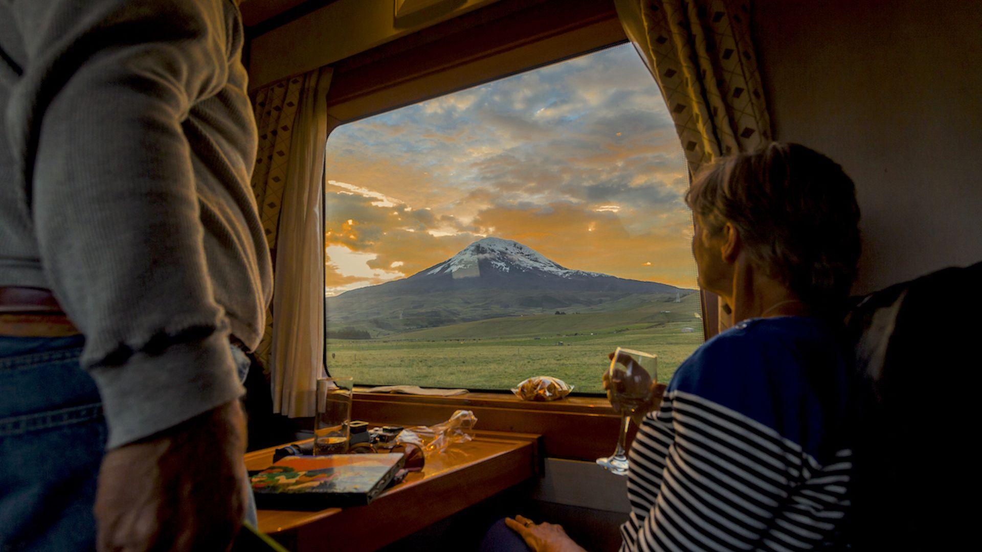 Este es el tren de las maravillas que atraviesa los volcanes de Ecuador