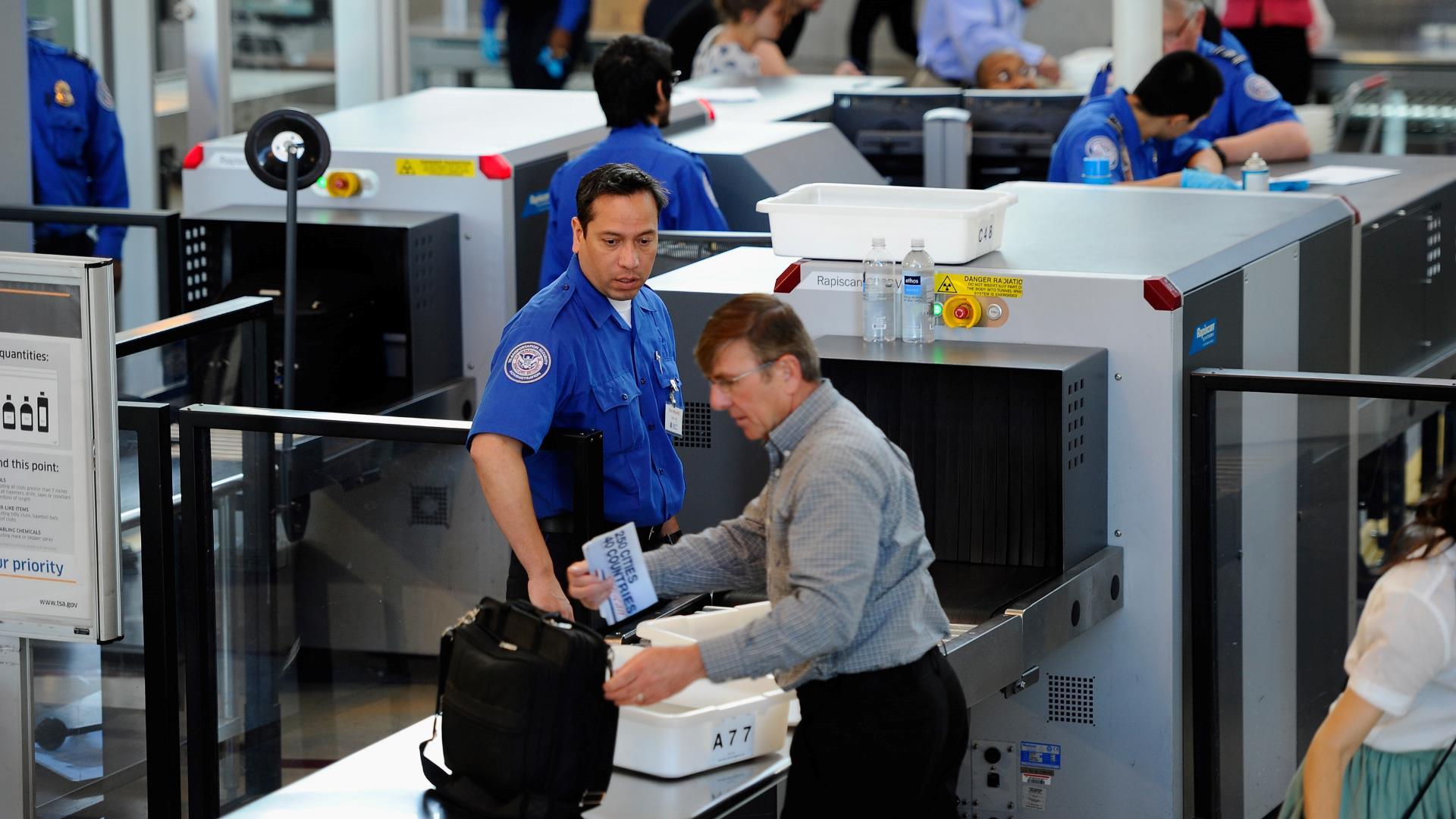 Después de los líquidos, los polvos también prohibidos en los aviones