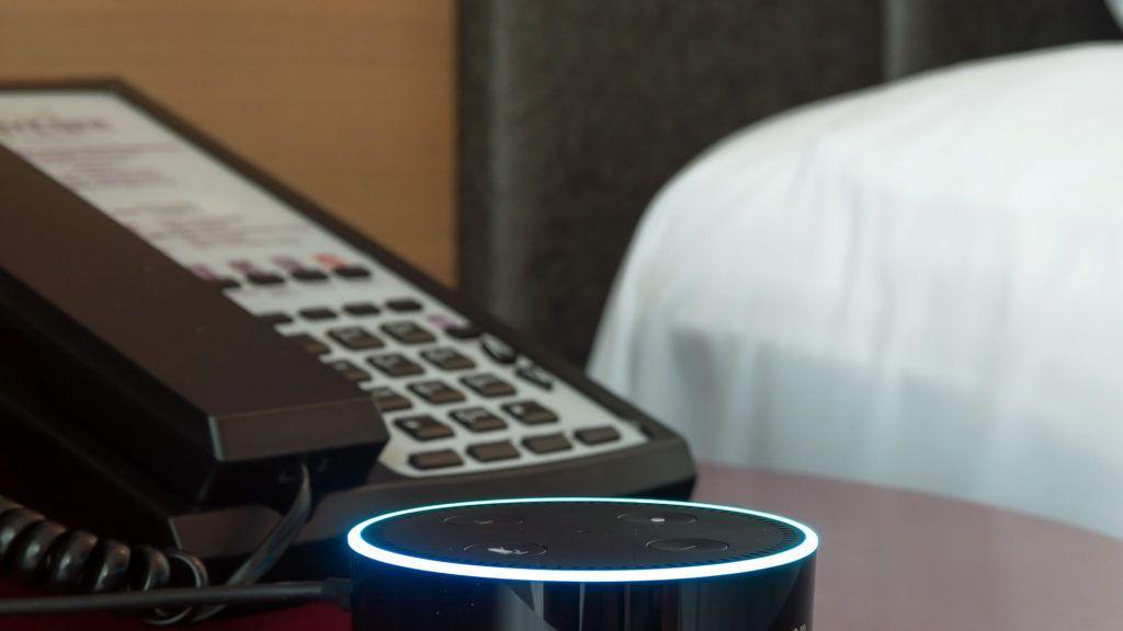 Ya podemos pedir room service hablándole a Alexa