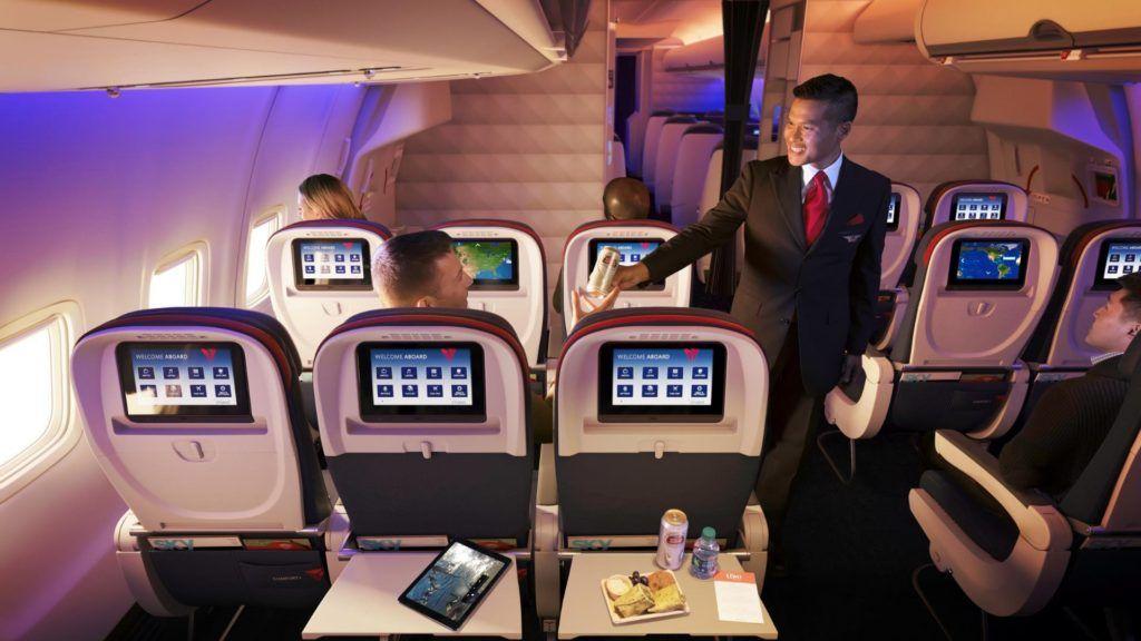 Esta aerolínea ofrece cena en tres pasos, con vino, en clase Turista