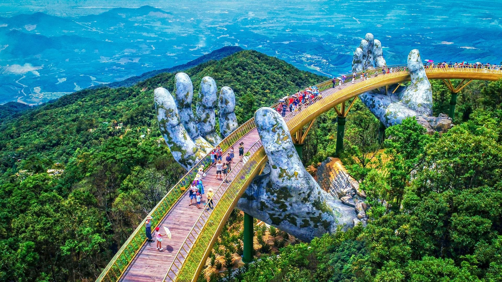 El espectacular puente sostenido por manos del que todos hablan
