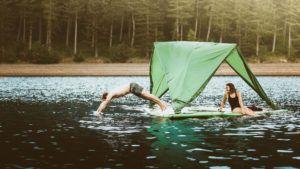 La original carpa que puede flotar en el agua o permanecer en el aire