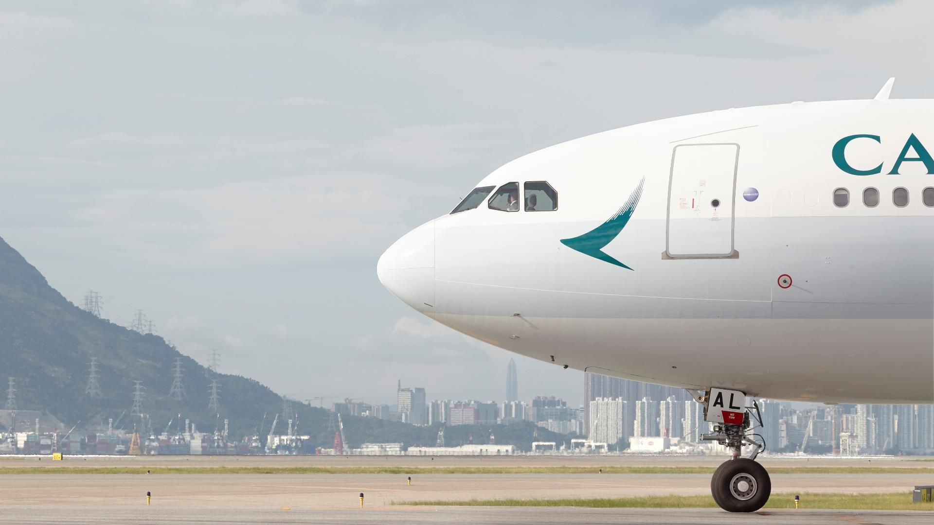 Aerolínea escribió mal su propio nombre en el fuselaje de avión — FOTOS