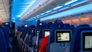 Más aerolíneas ofrecen ver televisión en vivo en pleno vuelo