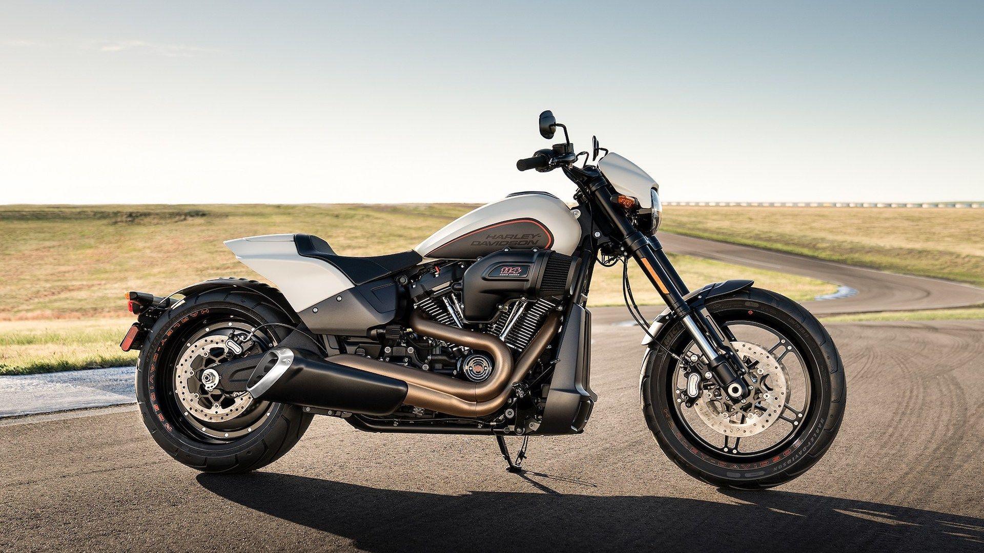 Un hostel en Europa nos permite alquilar motos Harley-Davidson para recorrer