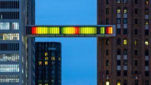 El  puente flotante de colores que revoluciona Detroit: imágenes